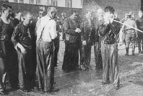 čiurkšlė_Lietukis-Garage-Kowno-Juni-1941.png